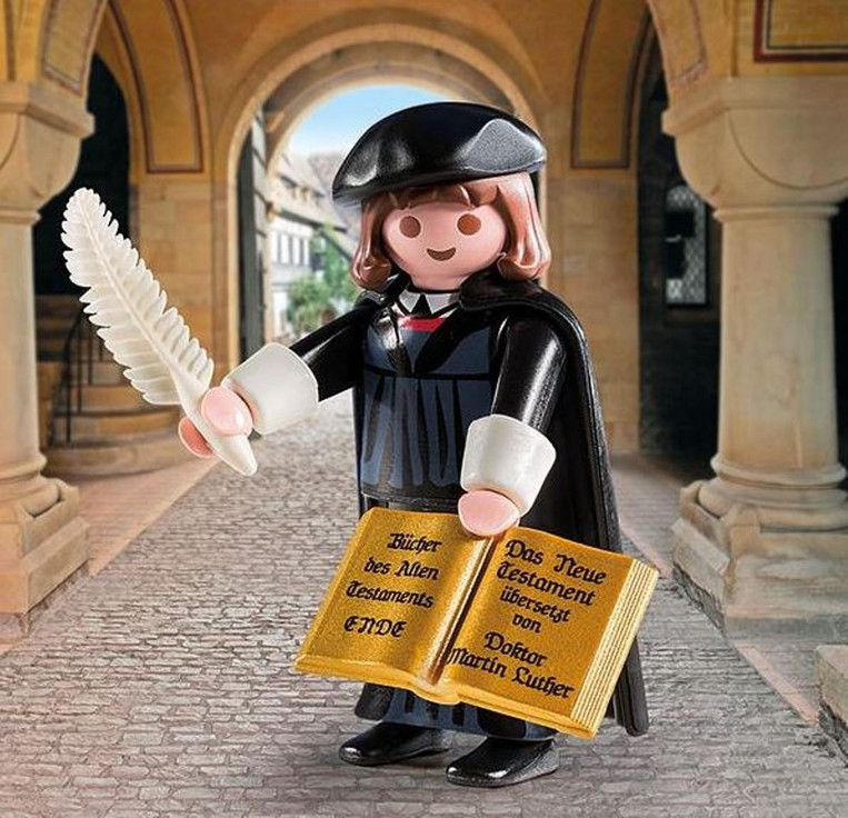 Maarten Luther is het best verkochte Playmobilpoppetje ooit Beeld Playmobil