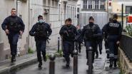 LIVE. Twee journalisten gewond bij mesaanval vlakbij vroegere kantoor Charlie Hebdo: twee verdachten opgepakt