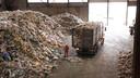 De afvalberg in Wijster (Drenthe) waar normaal veel Twents plastic binnenkomt