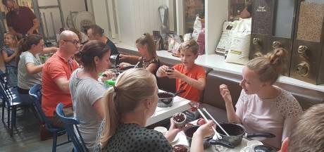 Bossche Bollen maken in Den Bosch: 'Om je chocoladevingers bij af te likken'