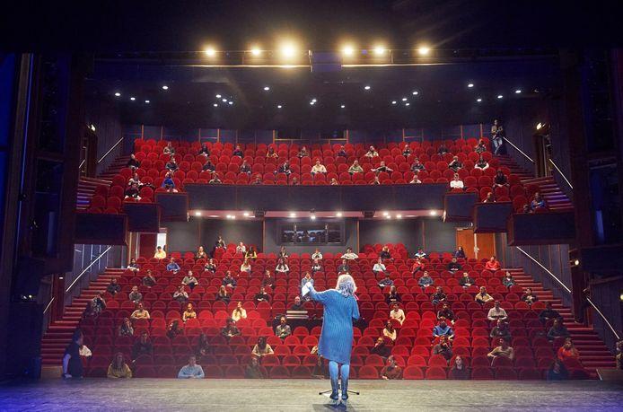 Maart van dit jaar toen theater De Lievekamp dienst deed als 'collegezaal' voor de leerlingen van het TBL.