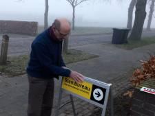 Droom komt uit: stembureau openen én er eerste stem uitbrengen