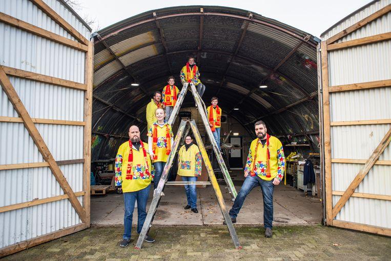 Bij CV de Lolbroeken bouwen ook de kinderen mee aan de praalwagens. Beeld Roos Pierson