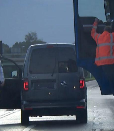 Vrachtwagenchauffeur gebroken kaak geslagen door boze bestuurder in Oss: 'Kwam de verkeerde tegen'