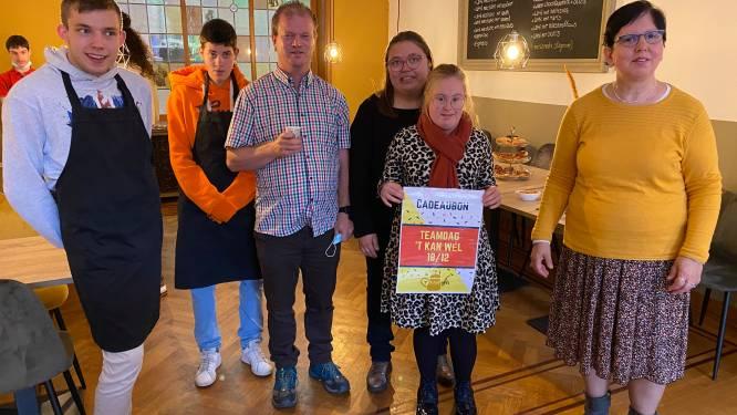 """""""Het liefst bak ik pannenkoeken"""": jongeren met beperking steken handje toe bij koffiehuis 't Kan Wél"""