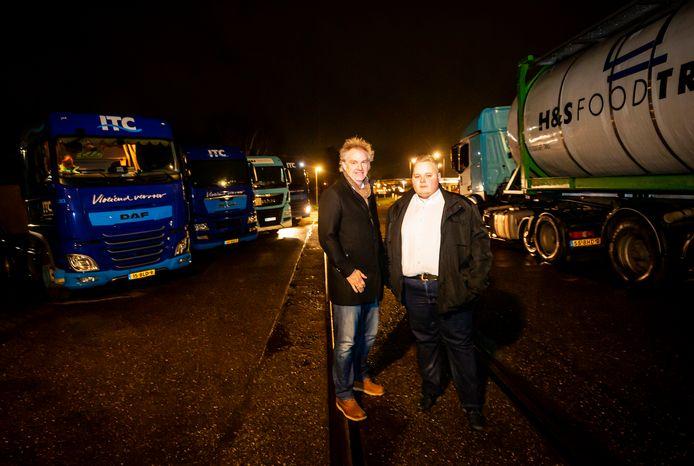 Wouter Gorter (links) en Thomas Loos: ,,Om ons hoeven die vrachtwagens niet weg, maar zorg dan dat er fatsoenlijke voorzieningen voor de chauffeurs komen.''
