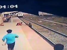 Un cheminot héroïque sauve un enfant d'un train en approche
