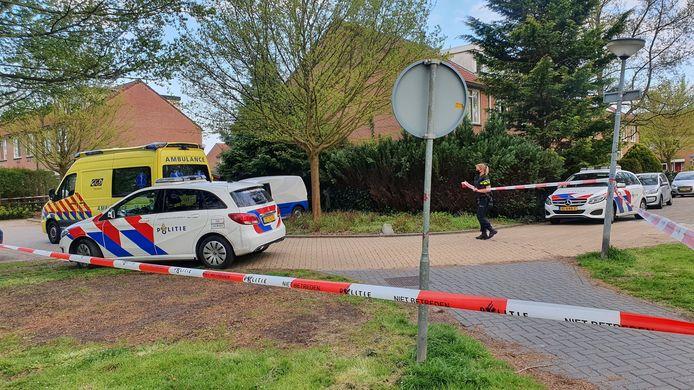 Bij een steekincident in een woning in Lelystad raakten vanavond twee personen gewond.
