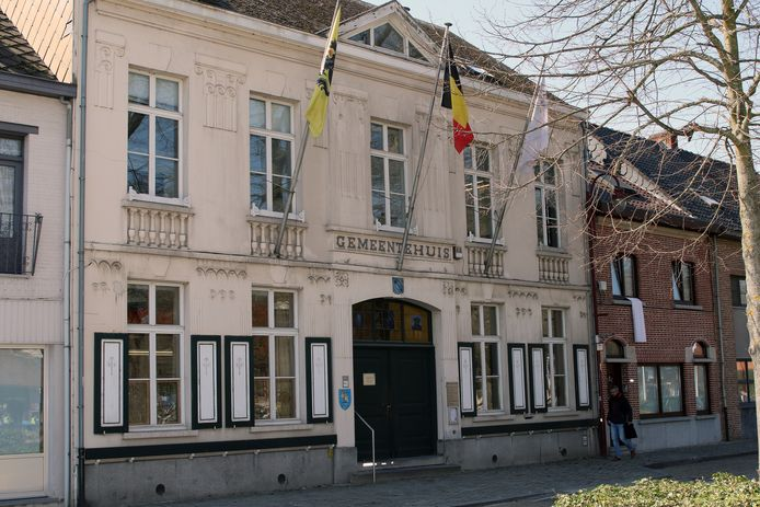Illustratiebeeld van het gemeentehuis van Olen.