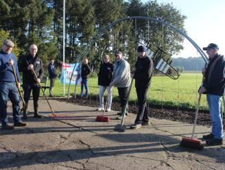 """Vrijwilligers onderhouden herdenkingsmonument op oud oorlogsvliegveld: """"Dit was uitvalsbasis voor vier Royal Air Force squadrons"""""""