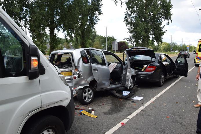 Het ongeval gebeurde richting het centrum, net voor de John Frostbrug op de rechter rijbaan.