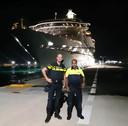 Met een collega in de haven van Sint Maarten, voor de coronacrisis toen er nog reusachtige cruiseschepen afmeerden.