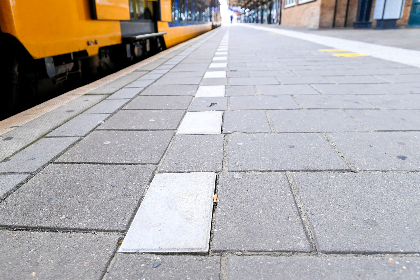 SB: serie afgekocht 30-09-2020 - Roosendaal - Foto: Pix4Profs/Peter Braakmann - Laatste dag dat men mag roken op op het perron.