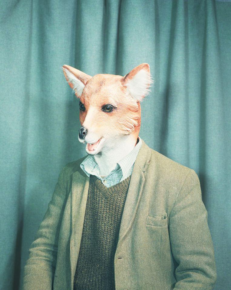 Charles Foster sloop als stadsvos door de straten van Londen. 'Met een vossenjong vocht ik om een kippenbout.'  Beeld Felicity McCabe