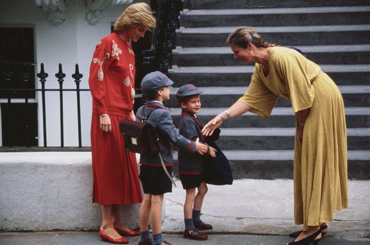 Diana met haar zoons op Harry's eerste schooldag in september 1989. Beeld Getty Images
