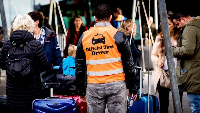 Taxi-ronselaar bij Schiphol Beeld anp