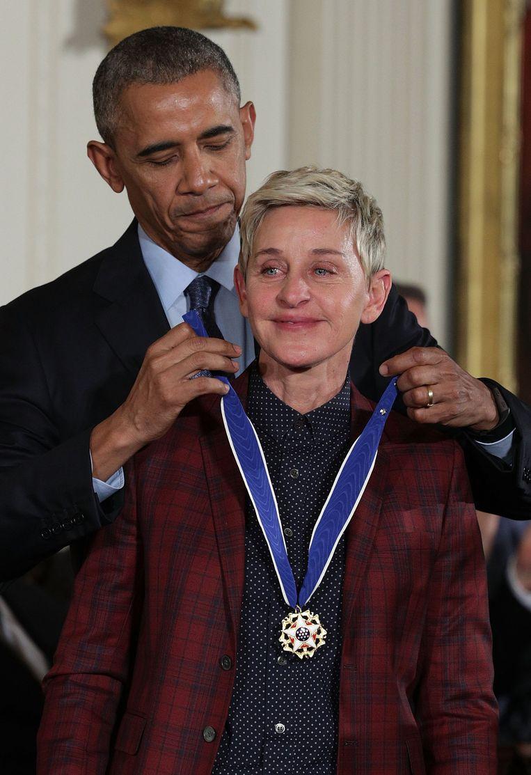 In 2016 kreeg Ellen van Barack Obama de 'Medal of Freedom' voor de 'humor en openheid die ze in de wereld bracht'. Beeld Getty Images
