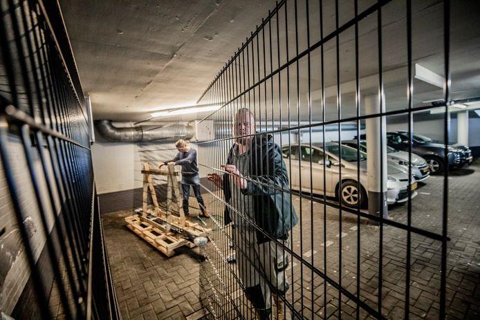 Afgelopen maand werden er hekken geplaatst in de parkeergarage op De Eglantier.