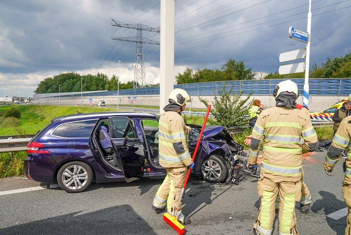 Het ongeluk gebeurde bij de oprit naar de A2 richting Amsterdam.