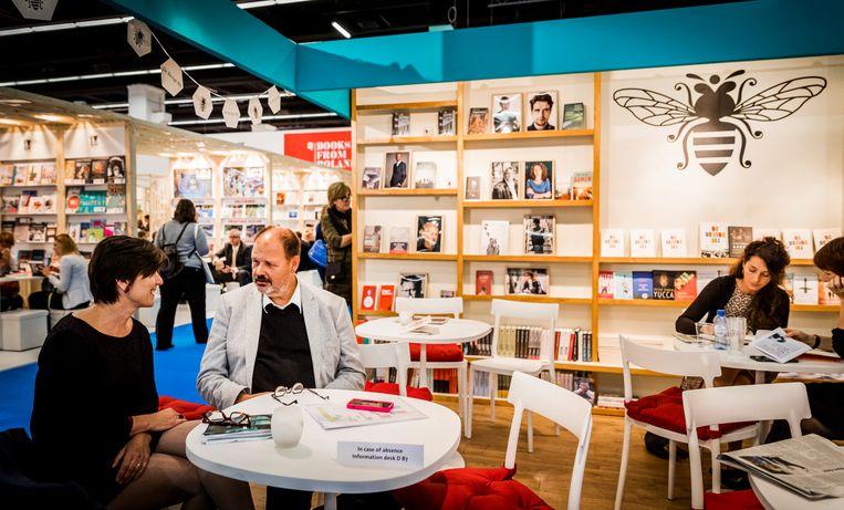 Stand van uitgever De Bezige Bij op de Frankfurter Buchmesse. Beeld Hollandse Hoogte /  ANP