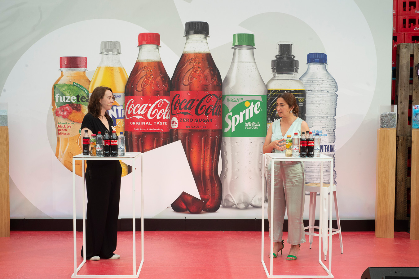 An Vermeulen van Coca-Cola en minister Zuhal Demir (N-VA).