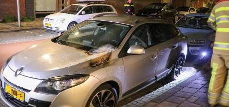 Auto loopt op meerdere plekken brandschade op in Utrechtse Staatsliedenbuurt