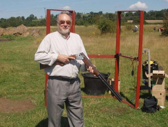 Richard Osborn-Brooks is een liefhebber van kleiduifschieten.
