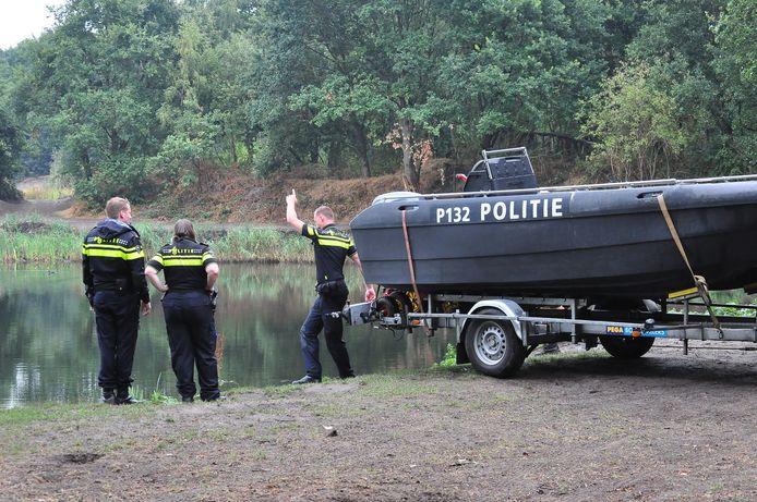 Met deze boot is het Onderwaterzoekingsteam zaterdagochtend te water gegaan.