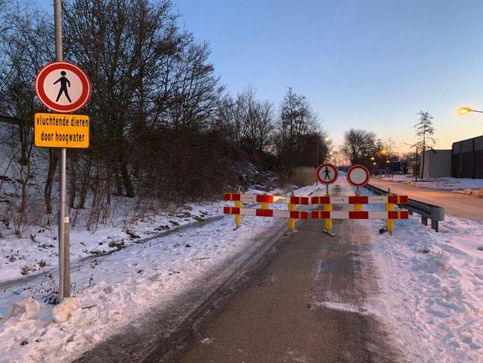 De wegen naar de uiterwaarden in Rheden zijn voor publiek afgesloten.