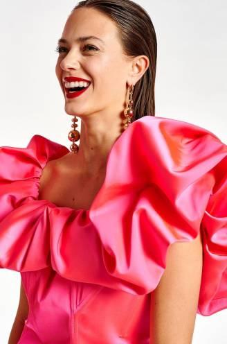 Vrouwen én mannen dragen straks roze: deze zomer kleurt flamingo, bubbelgum en zalm