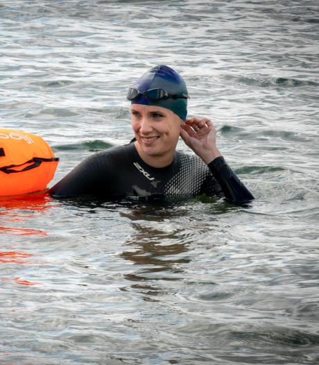Arnhemse Petra zwemt met Maarten mee langs elf steden, voor KiKa