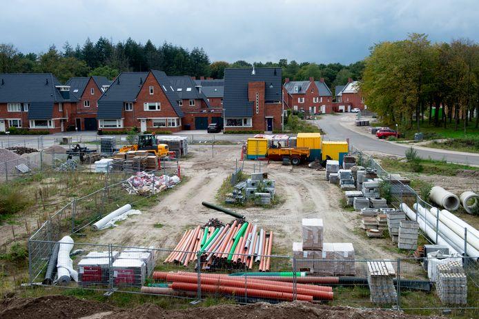Ugchelen Buiten, Apeldoorns meest recente nieuwbouwwijk. Als er inderdaad ruim 15.000 Apeldoorners bij komen tot 2040, zijn er nog veel meer woningen nodig. De plek, het type woningen en de prijs bepalen welke doelgroep je naar je stad haalt. Of bouw je vooral voor de behoefte van je huidige inwoners?