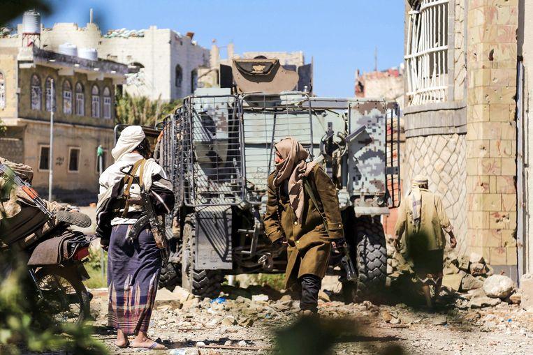 Regeringsgezinde strijders in Taiz, waar hevig wordt gevochten. Beeld AFP