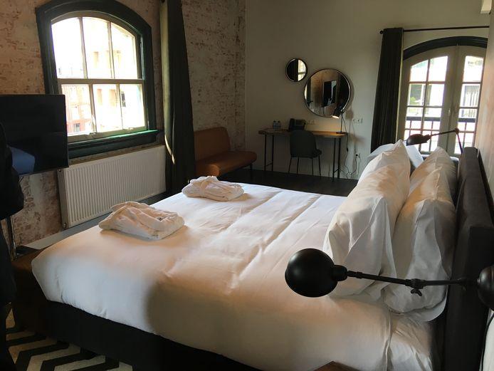 Een van de hotelkamers in het Groot Arsenaal