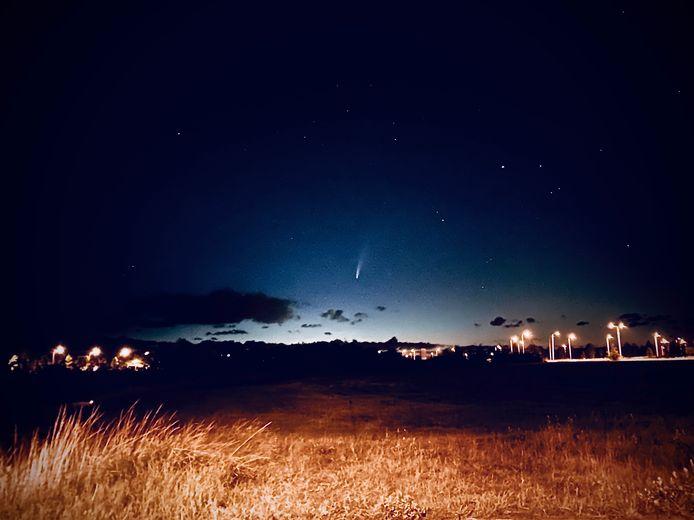 Neowise gefotografeerd boven Middelburg, om 3.23 uur vannacht.