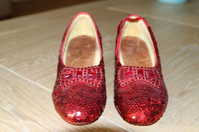 De rode schoentjes die actrice Judy Garland droeg in de rol van Dorothy Gale in de filmmusical 'The Wizard of Oz'.