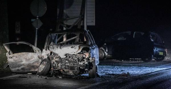 Dode bij frontale botsing in Geesteren, slachtoffer zat in auto die in brand vloog.