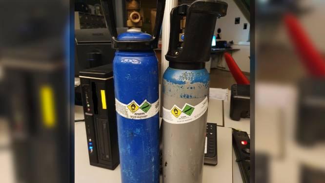 Politie vindt al voor de vierde keer fles met lachgas in auto van bestuurder