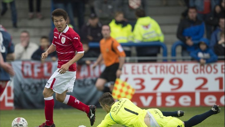 Kensuke Nagai in actie in de oefenmatch in Visé tegen FC United Richelle. Beeld PHOTO_NEWS