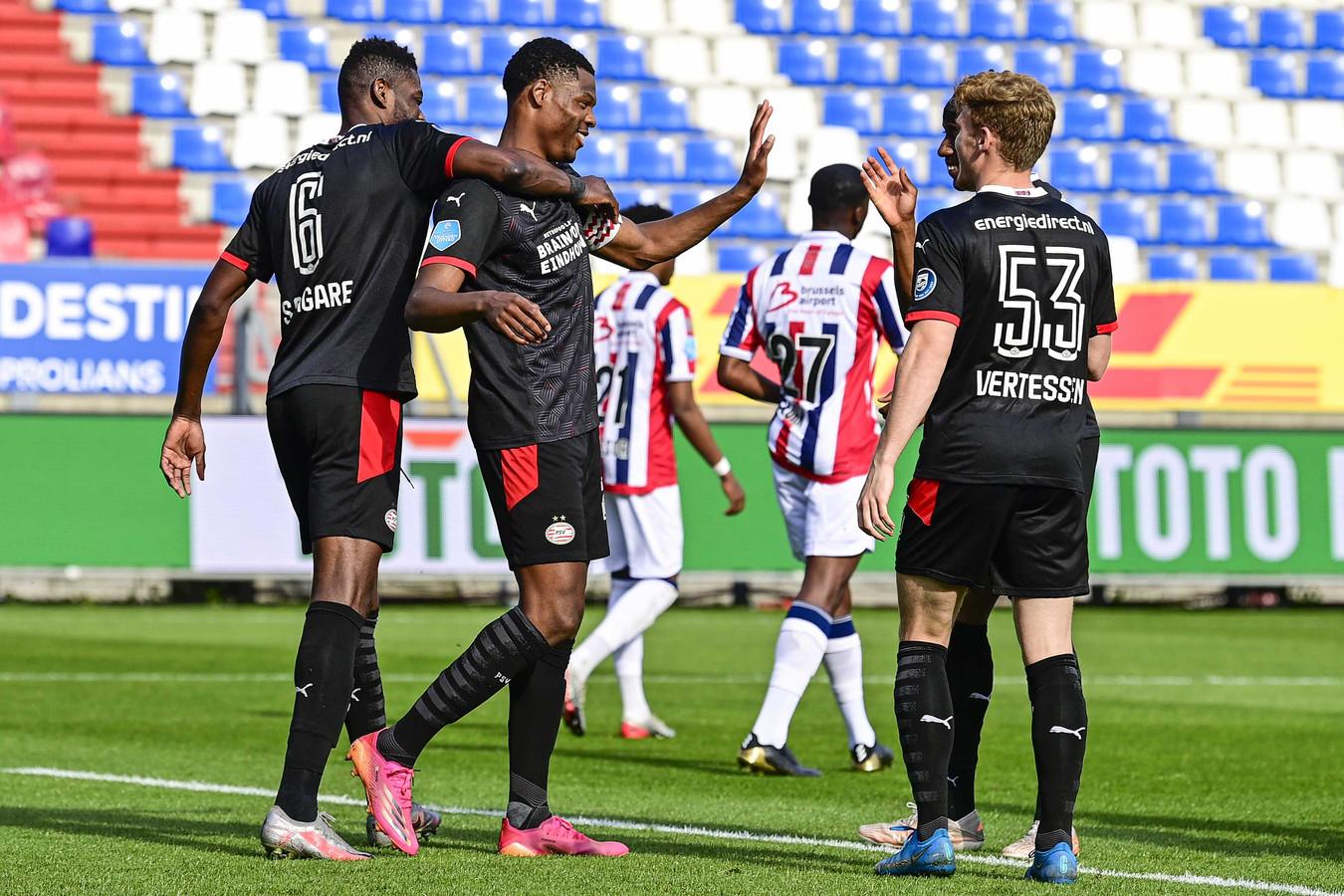 PSV viert de 0-2, een eigen doelpunt van Derrick Köhn.