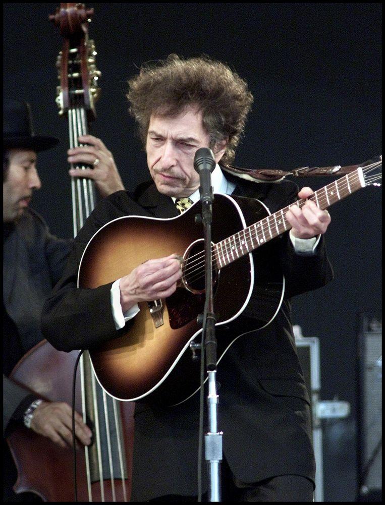 Bob Dylan tijdens een optreden op Roskilde in Denemarken, in 2001. Beeld Hollandse Hoogte / AFP