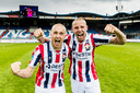 Sebastian Holmén en Sven van Beek vieren feest.