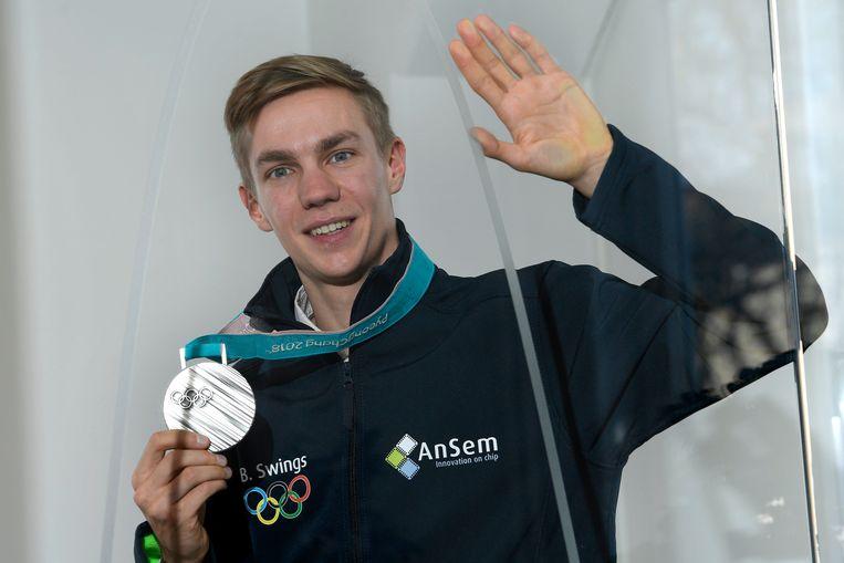 Swings met zijn zilveren medaille, na de Winterspelen in Pyeongchang 2018. Beeld Photo News