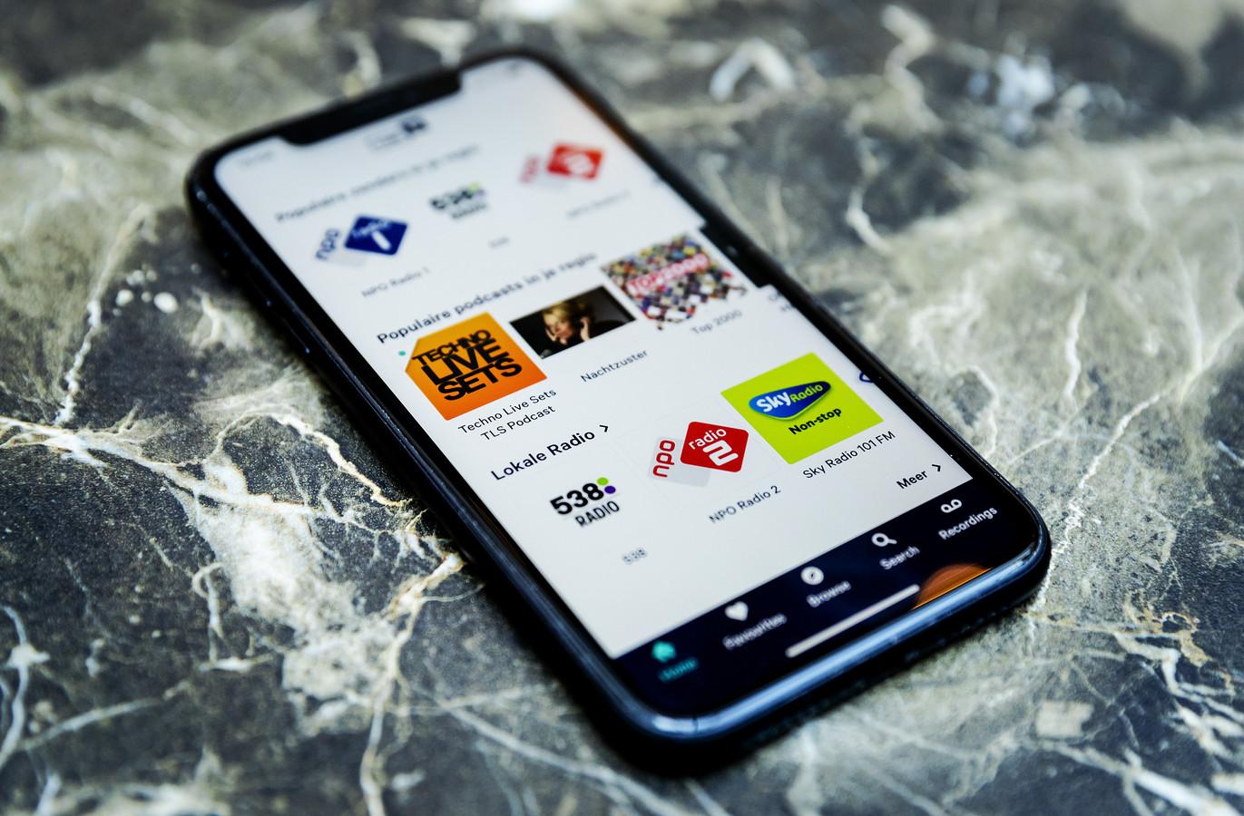 Radio luisteren via een app op een smartphone.