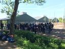 De activisten verzamelen bij de varkensboerderij in Boxtel.