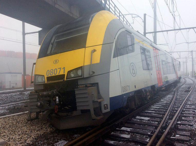 De lege trein ontspoorde begin januari in Vorst nadat hij zonder machinist en begeleider was vertrokken. Beeld Photo News