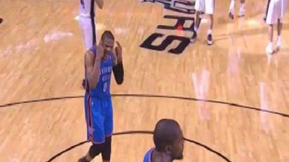 'Word wakker, Kevin Durant': Thunder opnieuw onderuit tegen Spurs