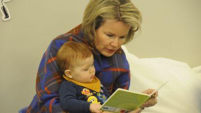 Video: Koningin Mathilde leest voor in kinderdagverblijf 't Vlindertje
