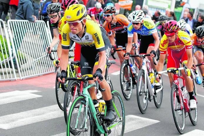 Bij Lotto-Jumbo beschouwen ze Marc Goos (links) niet meer als renner, maar als 'personeelslid'. Toch trekt hij nog het tenue van de sponsor aan als hij aan een Kermiskoers meedoet. FOTO ID/Photopress.be