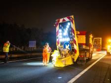 Vrachtwagen botst op 'absorber': snelweg A28 bij Nunspeet uren afgesloten